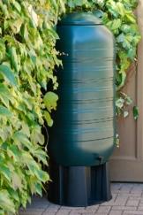 XXL Regentonne aus Kunststoff mit 250 Liter Volumen inklusive Stand, Füllautomat und Hahn! In schlankem Format und dezenter Optik in -