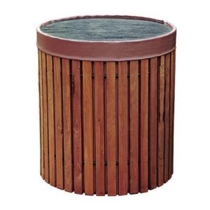Regenfass mit Holzverkleidung